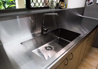 Stainless Steel Sinks and Splashbacks